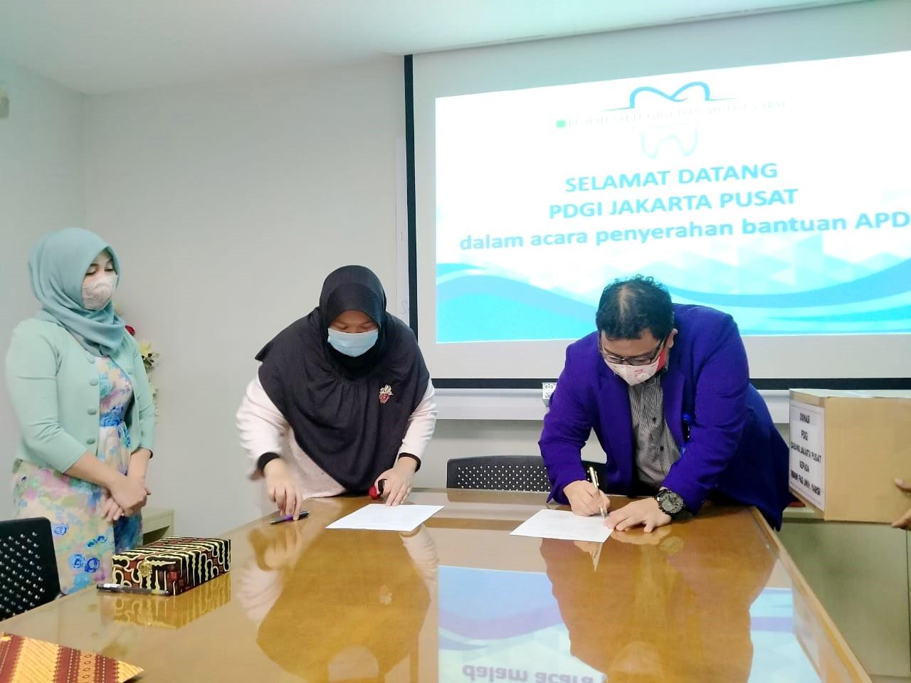 FKG UY dan RSGM YARSI Terima Donasi APD dari PDGI Jakarta Pusat - 2